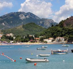 Вода на черногорских морских курортах становится тёплой уже в середине июня