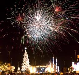 В Греции бесконечное количество праздников и фестивалей, а вот так встречают Рождество и Новый Год!