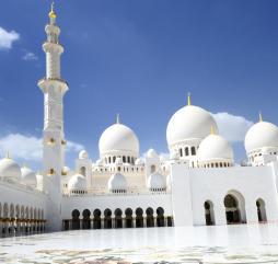 Архитектура и достопримечательности, это не самое главное, что привлекает в ОАЭ туристов, однако они тоже достойны внимания